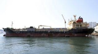 北朝鮮との違法な洋上取引が疑われている韓国籍の船舶=AP
