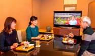 ホテル内のレストランで動画を鑑賞できる(イメージ)