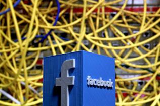 フェイスブックの管理を超えてデータが散らばっている=ロイター