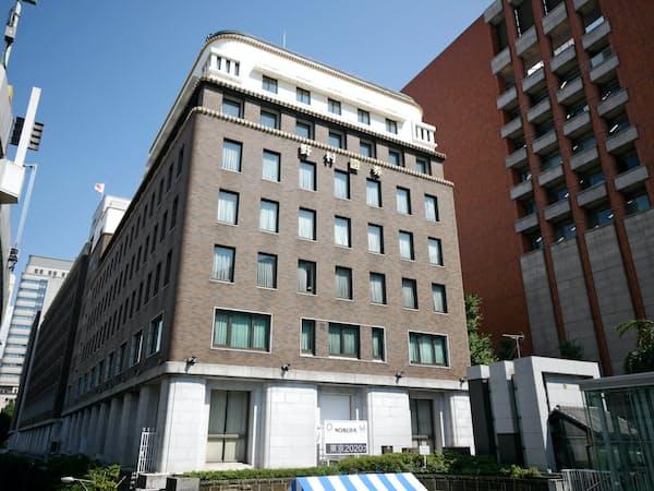 「今回の構造改革の主眼は、ビジネスを裏で支えるコーポレート部門の見直し」という(東京・日本橋の野村証券本社ビル)
