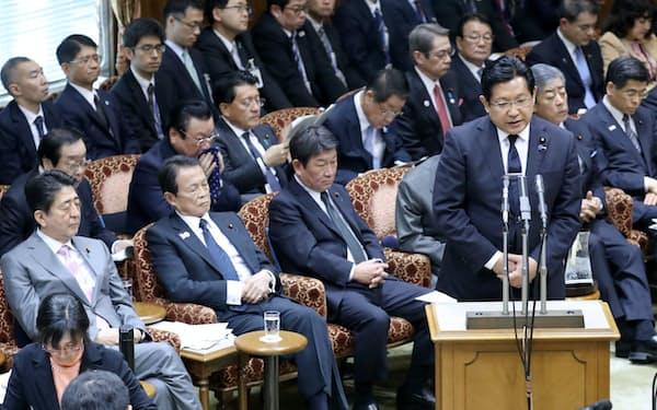 参院決算委で「忖度」発言について撤回、謝罪する塚田国交副大臣(4日午後)