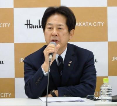 「鉄道事業でも親しい台湾などが商業施設進出の候補」と語る渡辺社長(4日、福岡市)