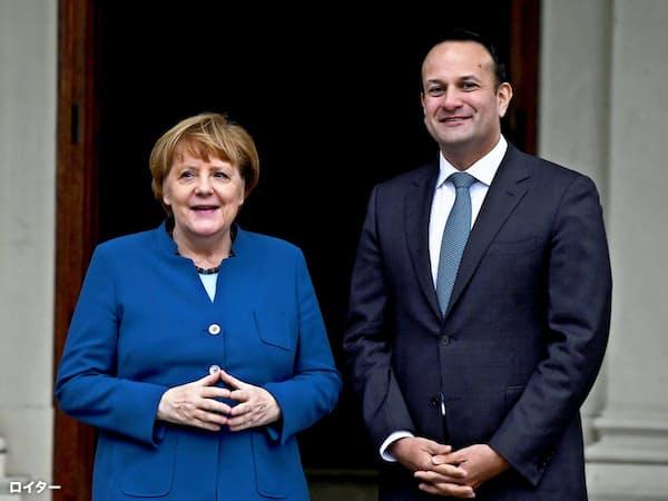4日、メルケル独首相(左)とアイルランドのバラッカー首相は、英国のEU離脱問題を協議した(ダブリン)=ロイター