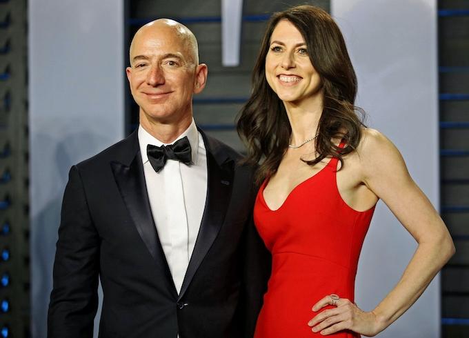 ベゾス氏、アマゾンの筆頭株主維持 離婚調停成立で: 日本経済新聞
