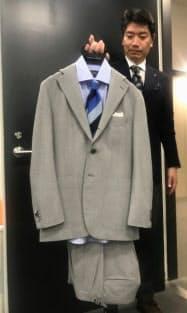 高島屋は出張先のリゾート地でも過ごせるようなスーツを開発