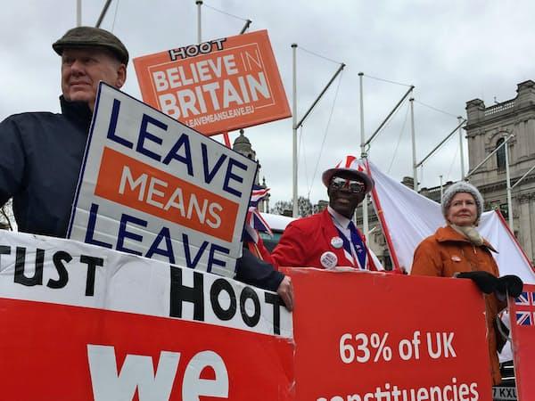 英国にはEU離脱派も多い(英議会前の離脱派の集会)