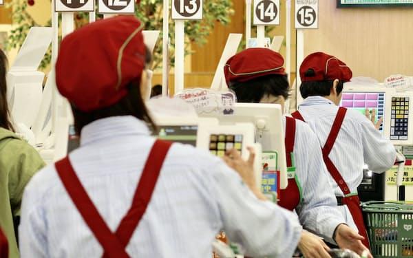 正社員とパート社員の待遇差をなくす取り組みが目立つ(東京都内のスーパー)