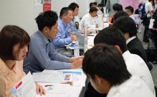 ジンジブが開催した、企業と高校の先生や生徒が交流?#24037;?#35500;明会(2018年7月、都内)
