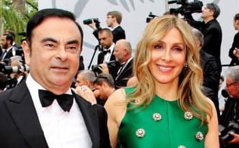 ゴーン元会長(左)と妻のキャロルさん(2017年5月、フランス・カンヌ)=ロイター