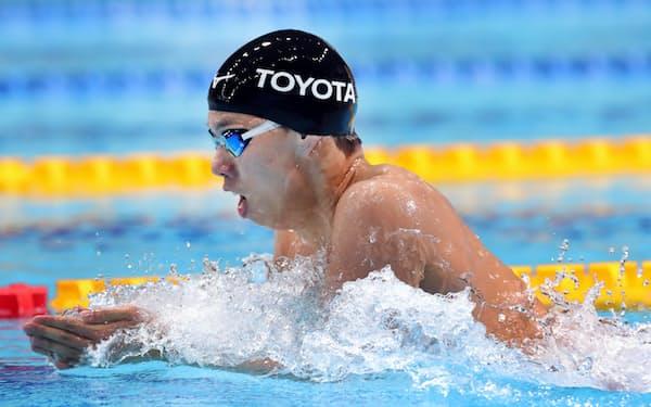 男子200メートル平泳ぎで優勝した渡辺