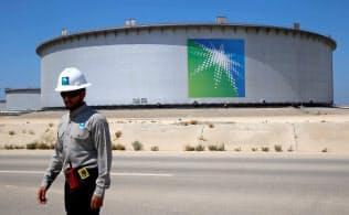 サウジアラムコの社債発行に投資家の関心は高いが、政府とのつながりの深さが懸念材料になっている=ロイター