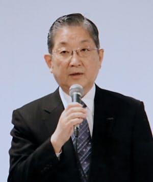 臨時株主総会で発言する日産の志賀取締役(8日、東京都内)=ユーチューブから