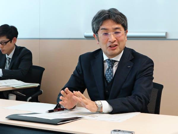 インタビューに答える東京電力エナジーパートナーの秋本展秀社長(8日、東京都内)