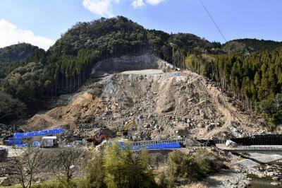 発生から約1年が経過した山崩れの現場(3日、大分県中津市耶馬渓町)=共同