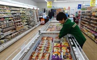 既存店の店舗面積を広げ冷凍食品の販売ケースを増やす(川崎市のセブンイレブン)