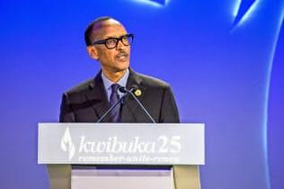 強権ぶりも目立つカガメ大統領(7日、キガリで開いたルワンダ虐殺25年の式典で)=ロイター