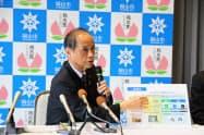 記者会見で事業内容を説明する岡山市の大森市長(9日、岡山市役所)