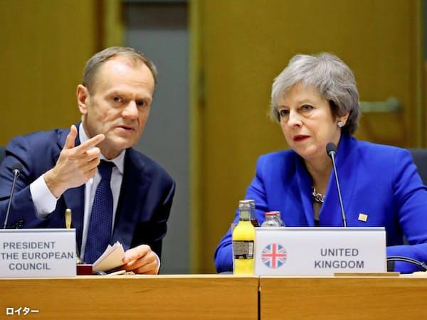 トゥスクEU大統領(左)らは10日にEU首脳会議にのぞむ(3月)=ロイター