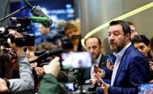 5月の欧州議会選挙に向けて、イタリアのサルビーニ副首相は8日、欧州の右派政党を集めて決起集会を開いた=ロイター