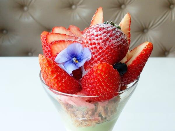 村田農園のイチゴを使った銀座千疋屋のパフェ