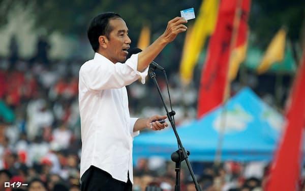 9日、選挙演説するインドネシアのジョコ大統領=ロイター