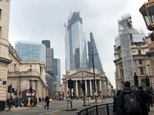 イングランド銀行本店、旧王立取引所などが並ぶ英金融街シティーの中心地