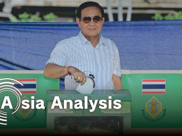 「非民選首相」としての続投を狙い、軍政のプラユット暫定首相も1票を投じた(3月24日、バンコク)=三村幸作撮影