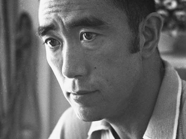 三島は翌年の決起を示唆するような言葉をエッセーに記している(1968年撮影、写真提供:新潮社)