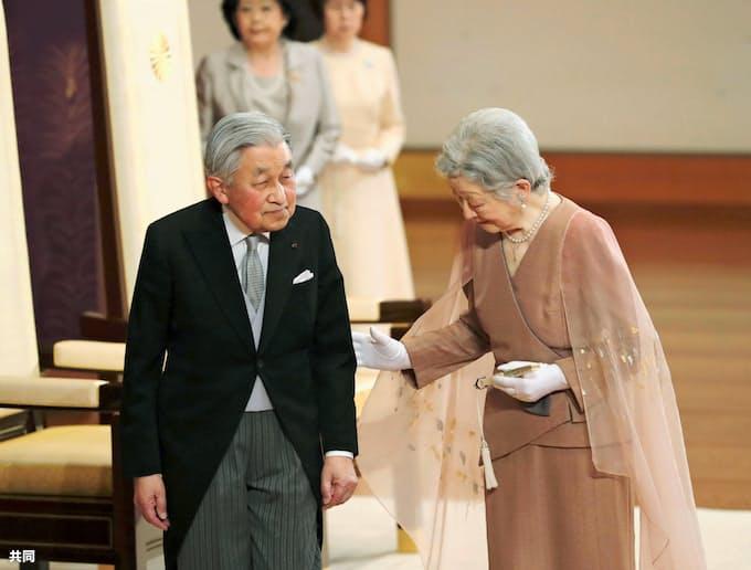 両陛下、60回目の結婚記念日 皇居・宮殿で皇族ら祝賀: 日本経済新聞