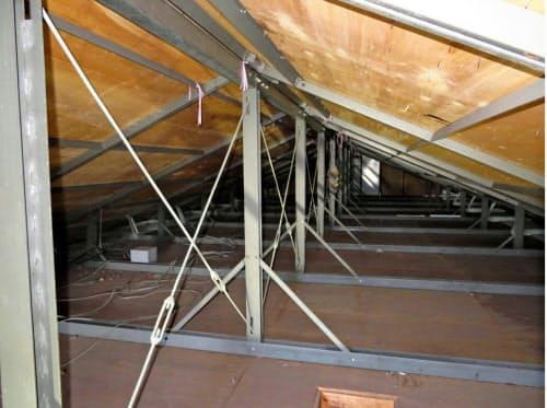 「界壁」の未設置が確認されたレオパレス21のアパートの屋根裏(3月、岐阜市)=LPオーナー会提供・共同