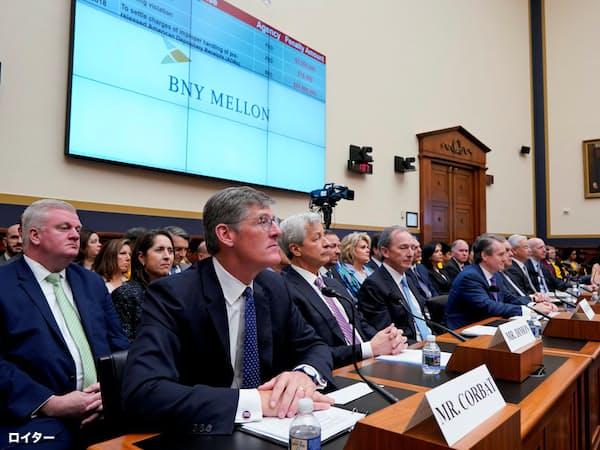 米大手7行のCEOが米議会下院の公聴会に呼ばれた(10日、ワシントン)=ロイター
