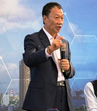 3月の台湾ITは鴻海がけん引した(鴻海の郭台銘董事長。3月、台湾南部・高雄)