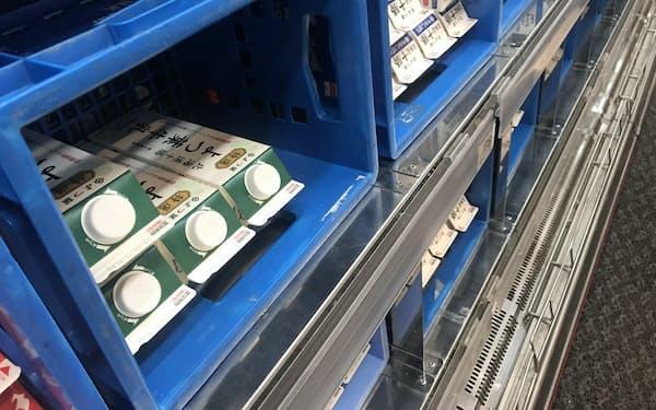 よつ葉乳業は牛乳や乳製品の出荷価格を引き上げた(札幌市内のスーパー)