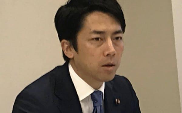 人生100年時代の社会保障改革案をまとめた自民党の小泉進次郎厚生労働部会長(11日、国会内)