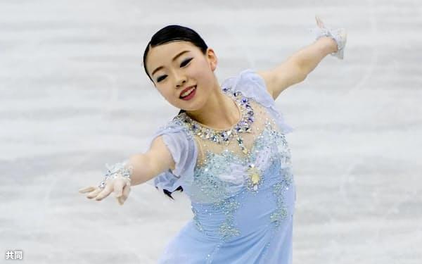 フィギュアスケートの世界国別対抗戦女子SPで世界最高得点をマークして1位になった紀平梨花(11日、マリンメッセ福岡)=共同