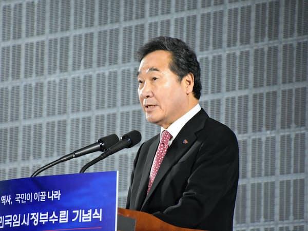 臨時政府100周年で演説する李洛淵首相(11日、ソウルの汝矣島公園で)