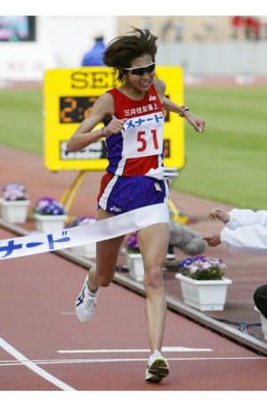 2004年の名古屋国際女子マラソンで優勝した=共同