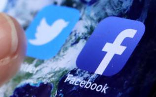 SNSではツイッターやフェイスブックのアプリが支持を集めている