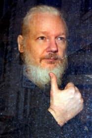 「ウィキリークス」創設者のアサンジ容疑者(11日、ロンドン)=ロイター