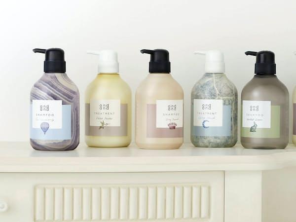 花王が5月に発売するヘアケアブランド「アンドアンド」。シャンプーとトリートメントはそれぞれ異なる香りとデザインで、組み合わせると9通りの香りが楽しめる。