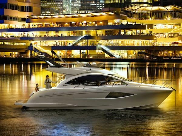 会員制クラブで貸し出す超豪華ボート「イグザルト36スポーツサルーン」