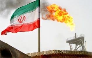 米によるイラン産原油の禁輸の適用除外期間の期限が迫り、生産も落ちている(イランの油田)=ロイター