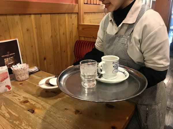 コメダ珈琲店では外国人従業員も多く働いている