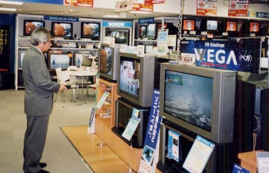 家電量販店のブラウン管テレビ売り場(1998年10月)