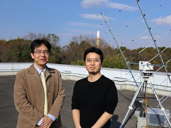 ワープスペースの亀田敏弘会長(左)とルネサス出身の常間地悟CEO