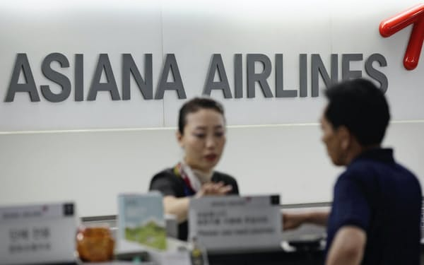 アシアナ航空の売却を急ぐ裏には早期の資本増強により経営不安説をとりのぞく狙いがある=ロイター