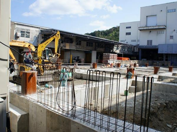 オリオンビール名護工場で建設中の新工場棟(沖縄県名護市)