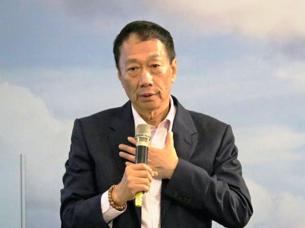 鴻海の郭台銘董事長(3月17日、台湾南部・高雄)