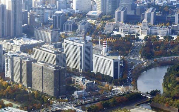 銀行側の幹部らは東京・霞が関を毎週訪れた