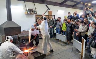 刀剣展示に加え、刀づくりの実演が人気の備前長船刀剣博物館(岡山県瀬戸内市)